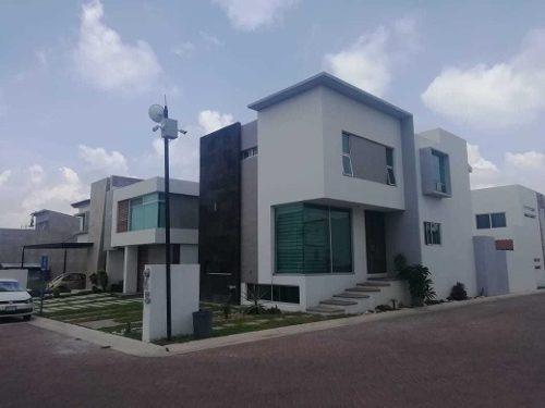 Renta Moderna Casa Amueblada