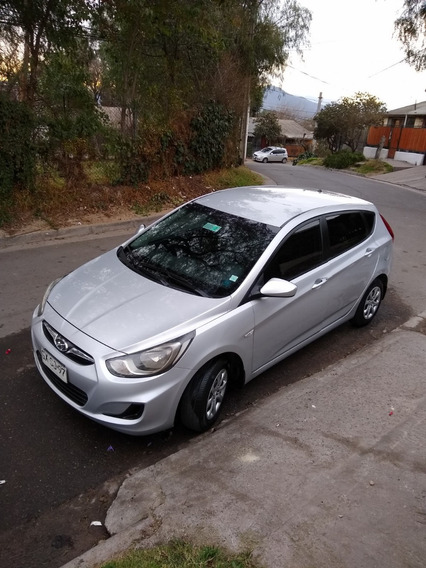 Vendo Hyundai Accent Hatchback 2015