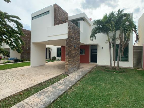 Residencia De 5 Habitaciones Con Espectacular Terreno. Paseo