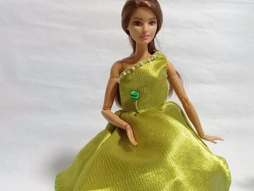 Imagen 1 de 9 de Ropa En Miniatura Para Barbies , Y Muñecas De 12 Pulgadas.