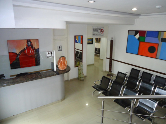 Excelente Clinica En Chuao/ Maria/ 21-3502