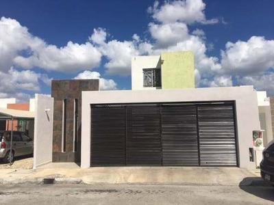 Venta De Casa En Fraccionamiento Los Héroes, Mérida