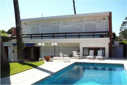 Casa De Cuatro Dormitorios En Playa Mansa - Ref: 24837