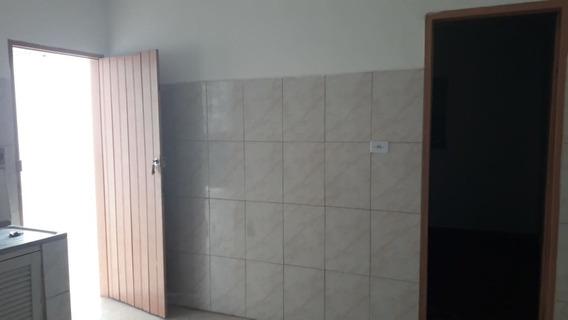Casa Térrea De Vila (com Mais 4 Casas) Com Um Quarto E Cozinha A 400 Metros Do Metro (não Tem Vaga) - Dg1375