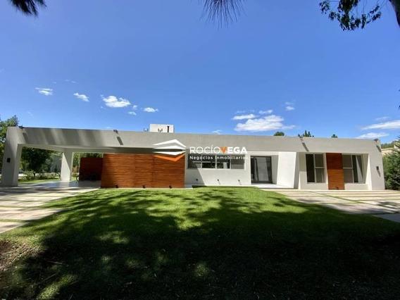 Funcional Y Moderna Casa Racionalista En Venta En Country San Diego