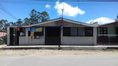 Casa Grande Con Local Comercial A Orilla De Calle Principal