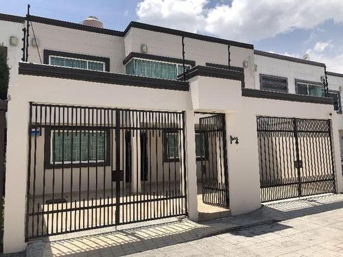 Se Renta Casa Seminueva De 230 M2, Con 4 Habitaciones Mas Estudio En Cacalomacán, Toluca, Edo. Mex.