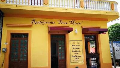 Se Traspasa Local Comercial Con Giro De Restaurante, Col. Centro, Vera
