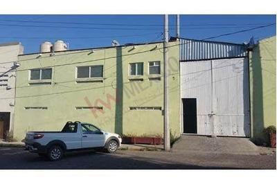 Nave Industrial, Ubicada A 5 Minutos Del Centro De Santa Rosa Jauregui