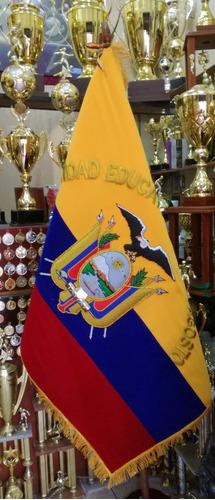 Imagen 1 de 8 de Bandera De Terciopelo Con El Escudo Bordado