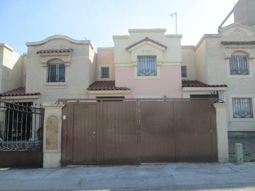 Casa En Venta En Urbi Montecarlo