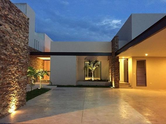 Residencia Disponible De Una Planta Con Piscina