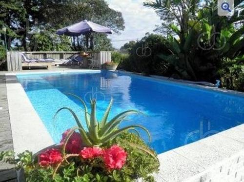 Casa De 5 Dormitorios Y Piscina En Punta Ballena. - Ref: 2639