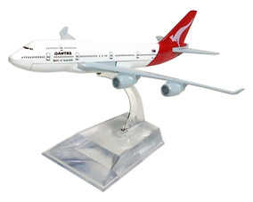 Avião Comercial Qantas Boeing 747 Metal Miniatura
