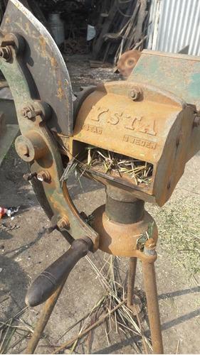 Máquina De  Cortar Foraje  Antigua
