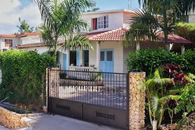 Linda Casa En Las Verdes Colinas De La Catalina.