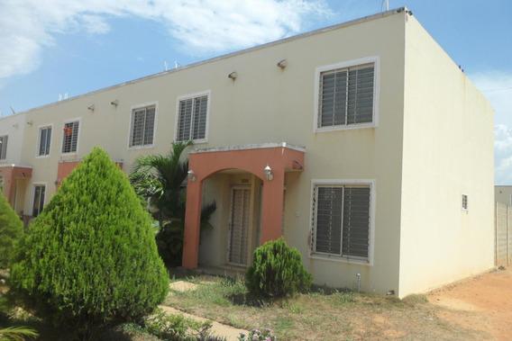 Town House Camino De La Lagunita Mls 20-2284
