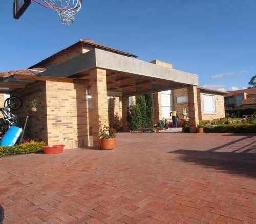 Se Renta Casa Amplia En La Providencia Metepec