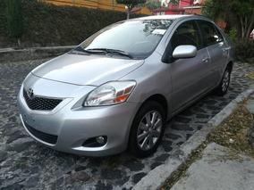 Toyota Yaris Premium Sedan 2012 Estándar Aire Acondicionado