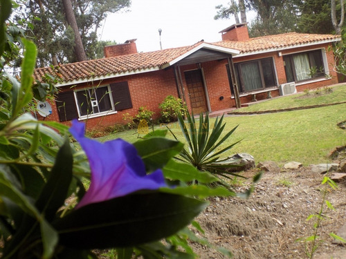 Venta Casa 3 Dormitorios , 2 Baños- Ref: 4172