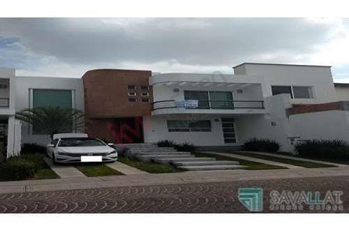 Padrisima Casa En Renta, Juriquilla, Tres Recamaras, Estudio, Sala De Televisión, Amueblada