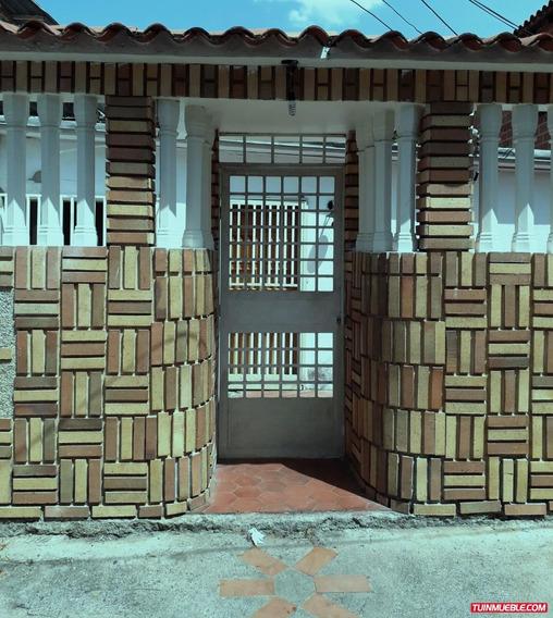 Casa En Venta En Los Naranjos, Guarenas Zona 4