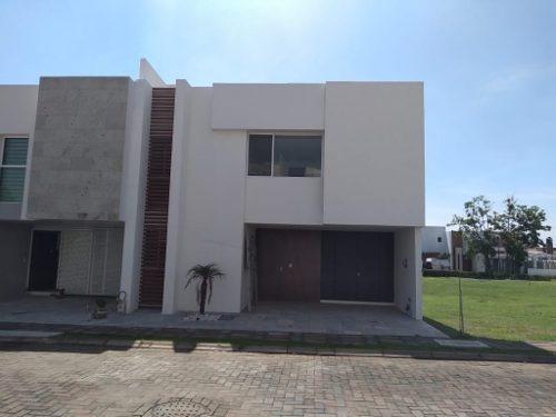 Casa En Venta Recamara En Planta Baja, Fraccionamiento Arboreto, San Pedro Cholula
