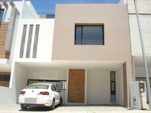 Moderna Casa En Zona Esmeralda