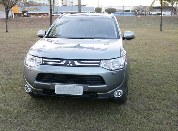 Mitsubishi Outander 3.0 V6 4x4 2015 7 Lugares