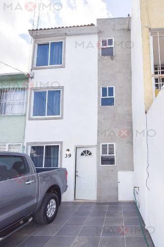 Casa En Venta En Metepec De Tres Niveles