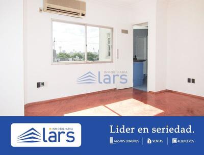 Apartamento En Alquiler / Parque Rodo - Inmobiliaria Lar