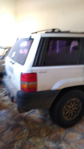 Jeep Cherokee Laredo 6cc Automátic