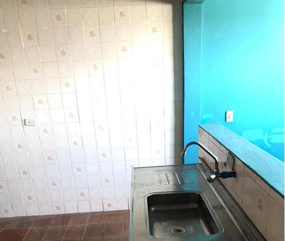 Casa De 3 Cômodos- Taboão Da Serra
