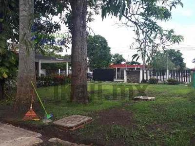 Renta Casa 5 Habitaciones Amueblada Tuxpan Veracruz, Ubicado En La Calle Melchor Ocampo, En Tuxpan Veracruz, Esta A Unas Cuadras Del Río Es Una Casa Completamente Bardeada Con Portón Eléctrico, Cuent
