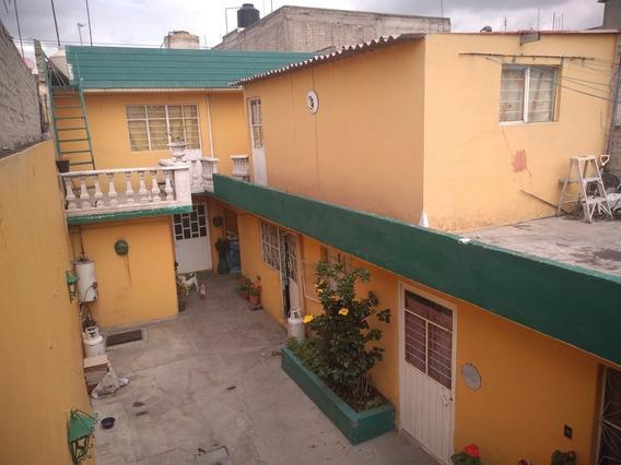 Casa En Muy Buenas Condiciones, Con 4 Recamaras Y Garage