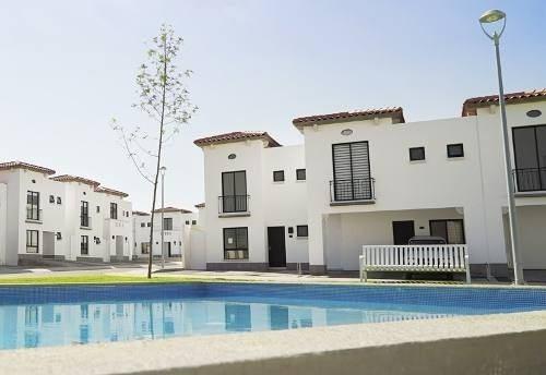 Hermosa Casa En Fracc. Los Naranjos Cañadas Del Lago, 3 Recs, 2.5 Baños, Alberca