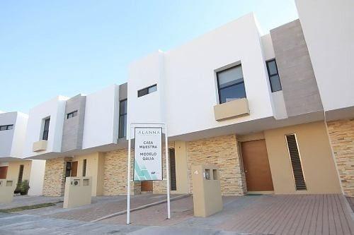 Preciosa Casa En El Refugio, Alberca, Privada 24.7, 2 Recamaras, 2.5 Baños, Lujo