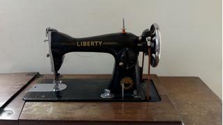 Maquina De Coser Antigua En Excelente Estado Y Funcionando