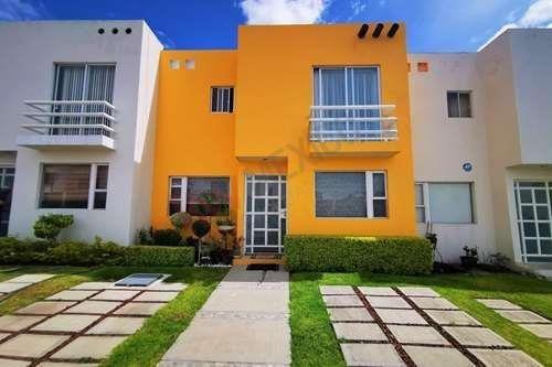 Casa En Venta En Candiles, Villa Fresnos, Queretaro.