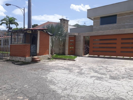 Espectacular Casa En La Viña Calle Cerrada 695 Mtrs2