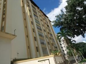 Apartamento En Venta En La Trigaleña Valencia 20-8383 Valgo