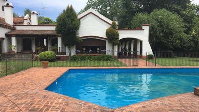 Importante Casa Quinta, Para Disfrutar En Familia O Con Amigos