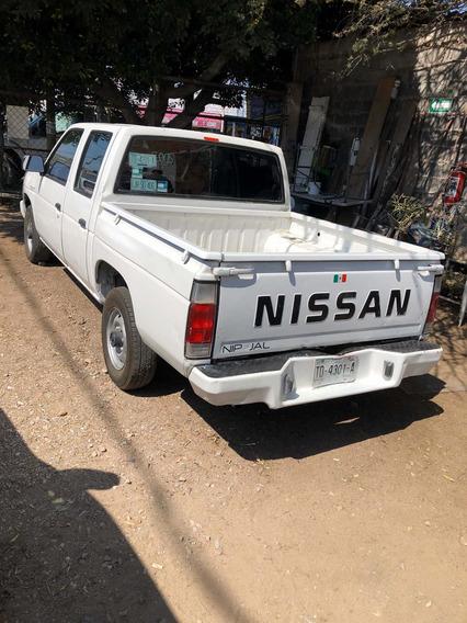 Nissan Doble Cabina Austera