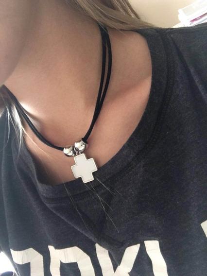 Collar Negro Cruz Blanca