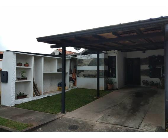 Casa En Venta En La Urbanización Doña Isabel En San Rafael