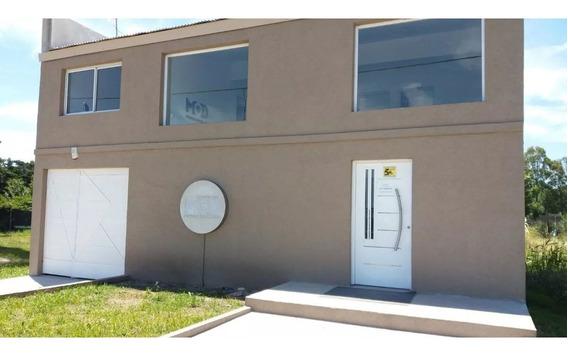Local Oficina En 2 Plantas Con Cochera Pasante. Muy Versátil Para Distintas Prestaciones San Martin Bis 946 Funes