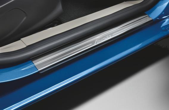 Juego Placas Zocalos Del. Ford Fiesta Kinetic Design 11/19