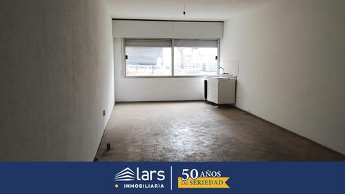 Oficina En Alquiler / Centro - Inmobiliaria Lars