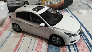 Chevrolet Cruze Hatch 2012 1:18