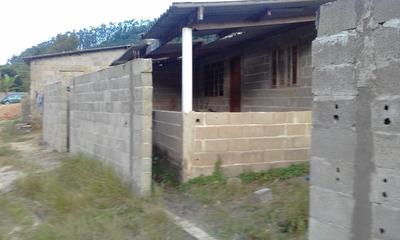 Casa Com 03 Quartos